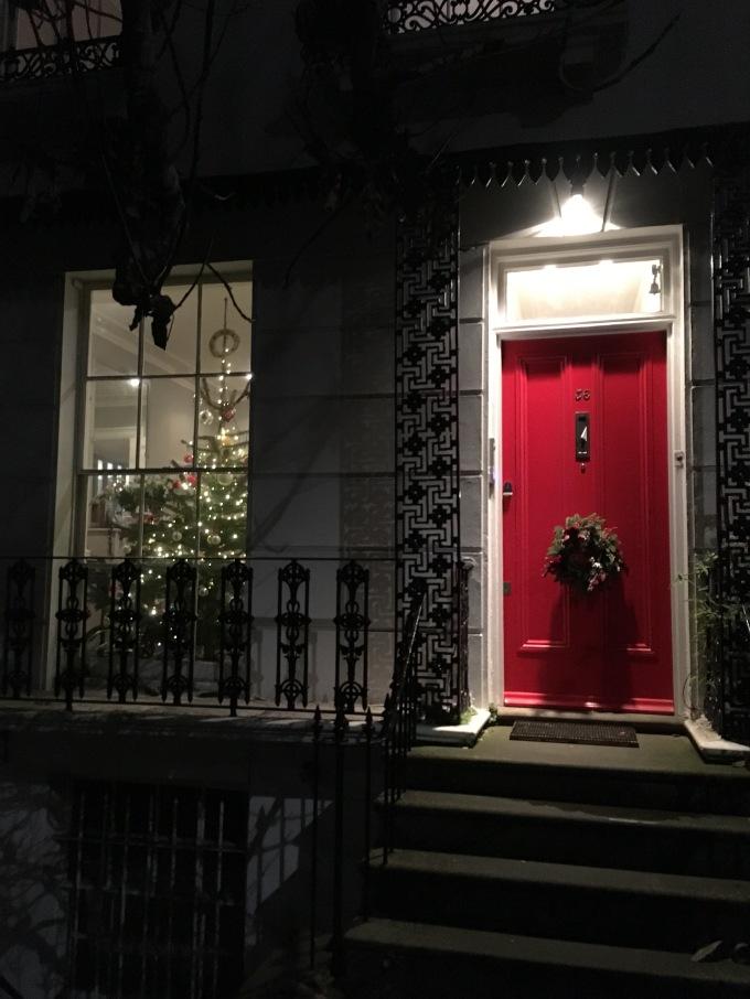christmas-tree-and-door